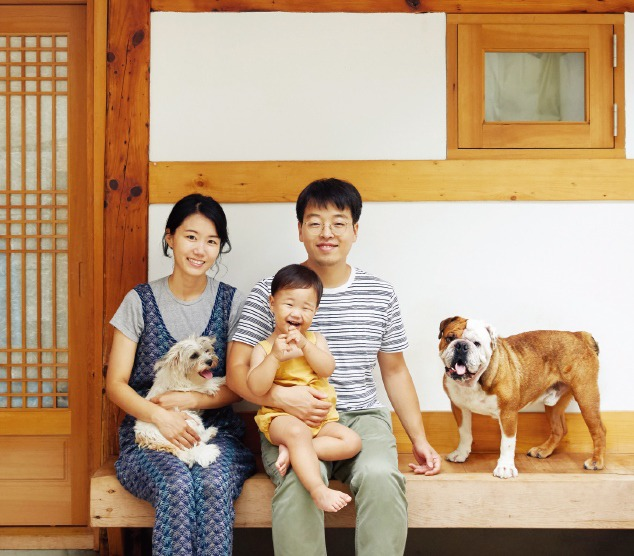 아기와 개, 한옥에 살다